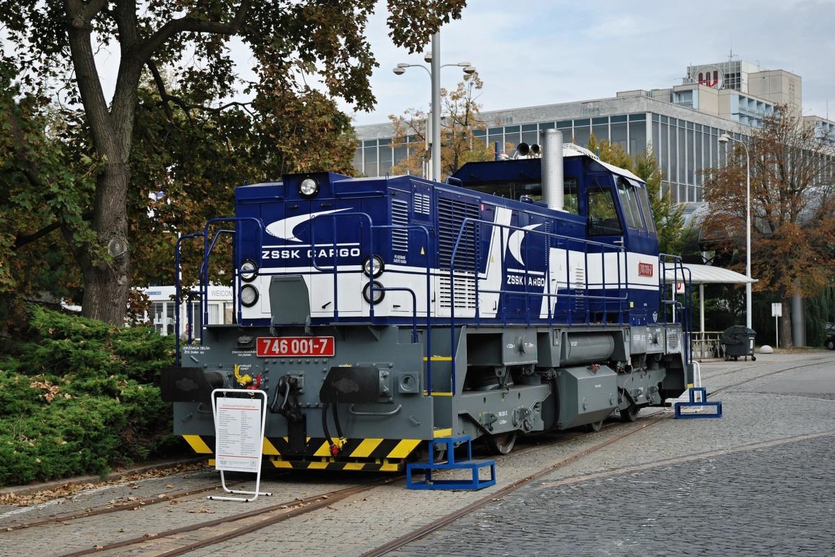 Na 51. strojírenském veletrhu v Brně v roce 2009 byla vystavena mj. zbrusu nová lokomotiva 746.001-7 pro ZSCS. Na snímku zachycená 16. září. Foto: Josef Vendolský