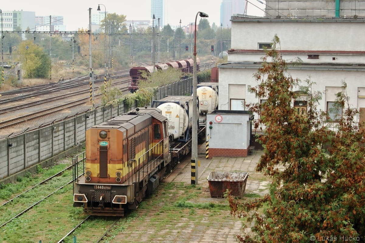 T 448.0794 posunuje v areálu podniku Palma v Bratislavě dne 02.11.2009