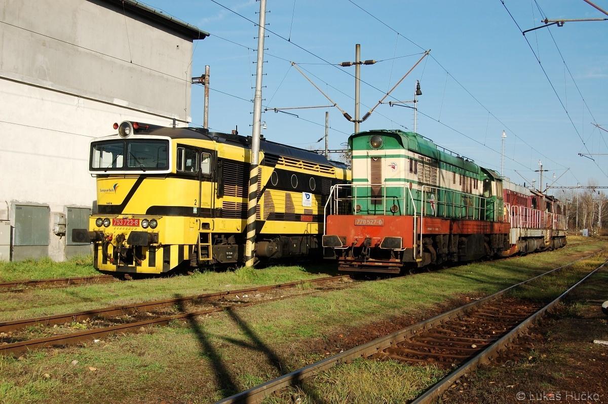 O hodinu později stejný stroj již ve společnosti 753.723 a dalších dvou dieselů