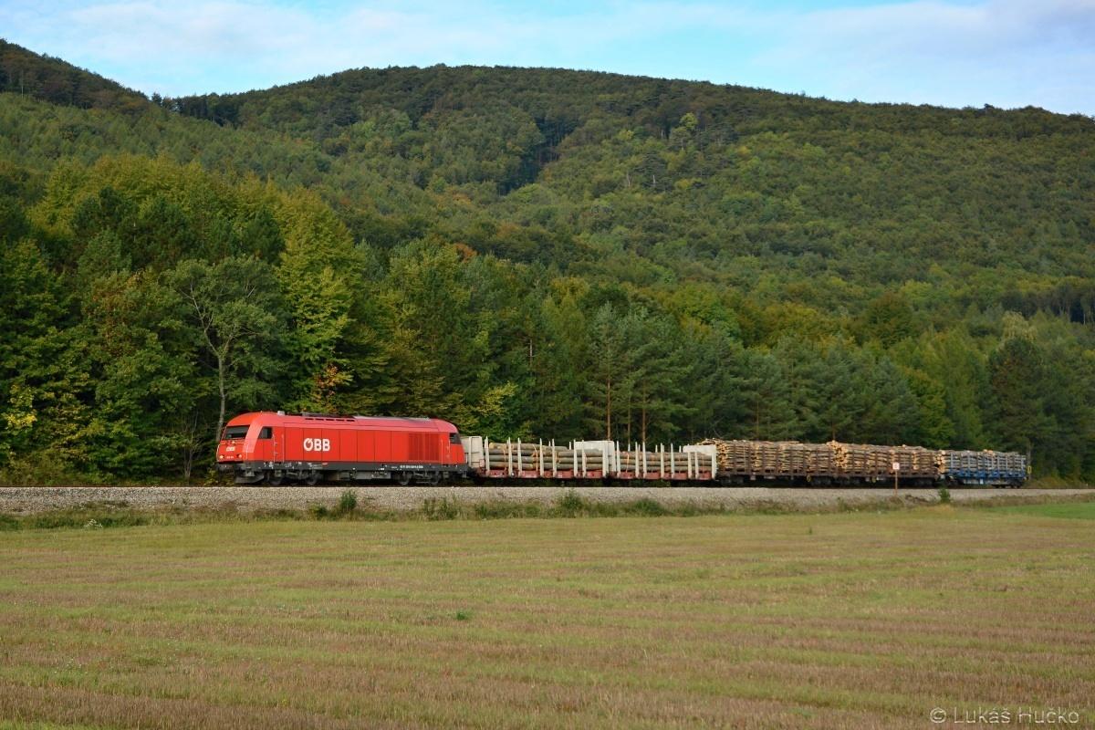 Herkules 2016.024 odváží loženou soupravu ze stanice Weissenbach dne 04.10.2019. Občas se zde objevovala i ř.2143