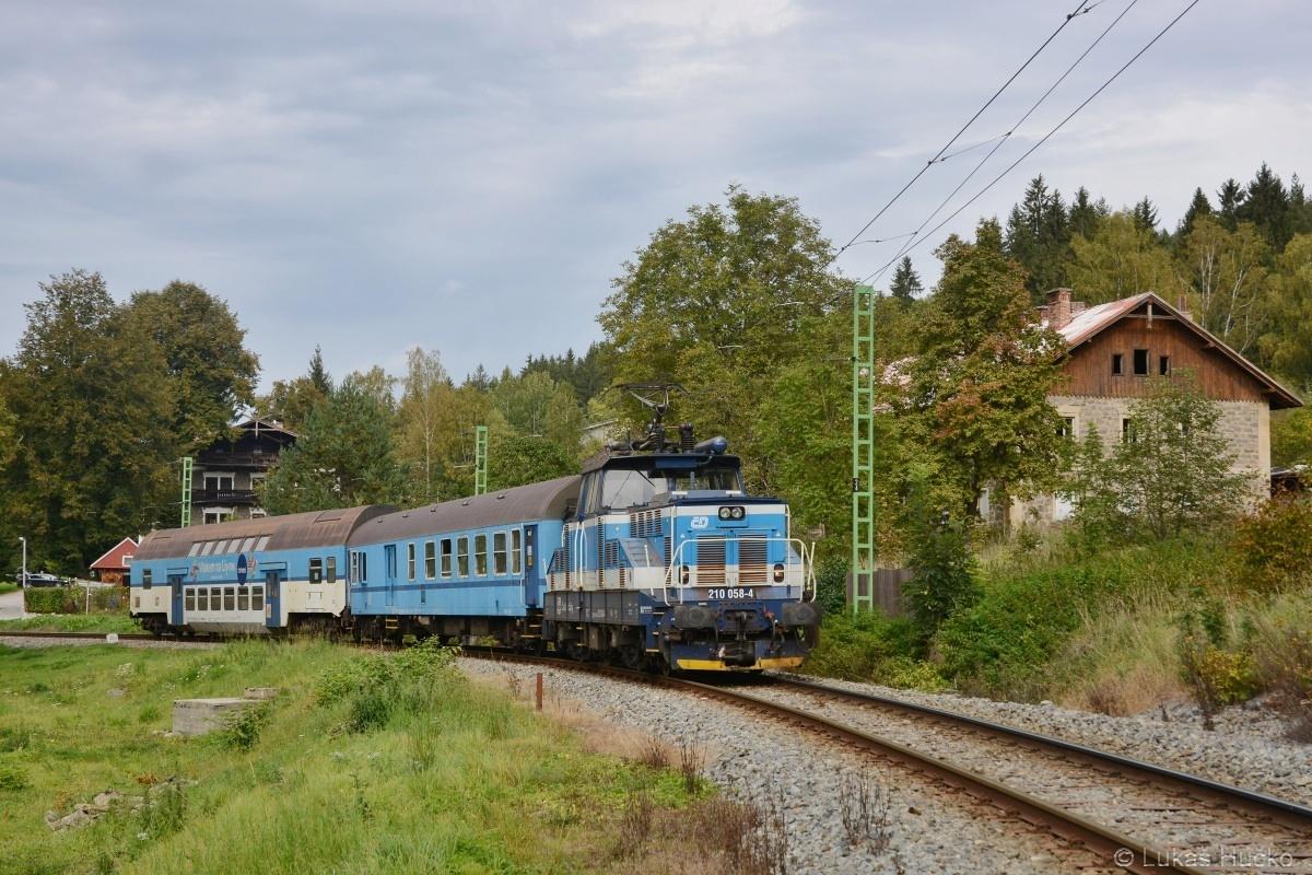 Vyžehlit závěr září na Lipně plán nebyl, ale co třeba 210.058 v čele Os 18859 u Loučovické zastávky dne 27.09.2019