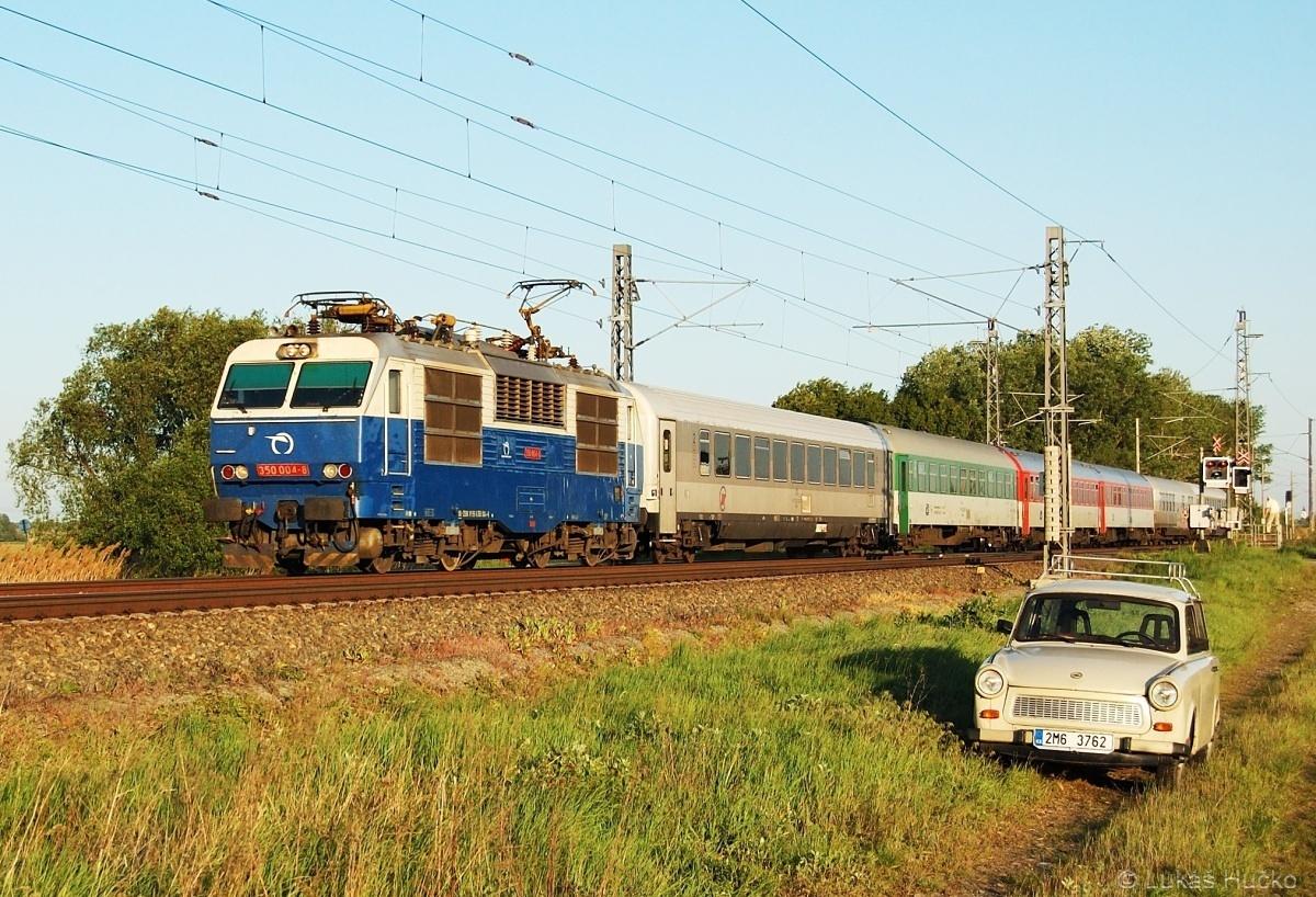 Občas je potřeba provětrat trabanta, a tak se dne 07.05.2011 konalo plánované retro setkání u Lanžhota v čele EC 344