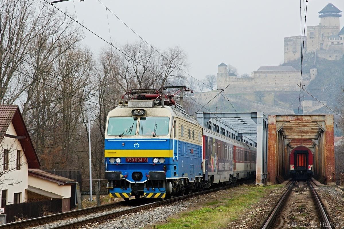 Nový kabátek se musí stihnout v Trenčíně než se trať zruší, počasí nic moc ale Hugo je tam dne 22.01.2015