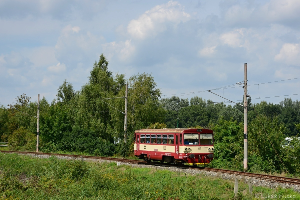Náhradní vlaková doprava v podobě 810.455 přijíždí 08.08.2019 do stanice Holíč nad Moravou coby Os 22711 z Hodonína