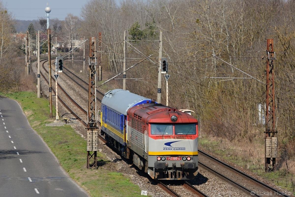Je cca 10:35 a měřící vlak sune v 1.traťové koleji k státní hranici v úseku Kúty-Brodské