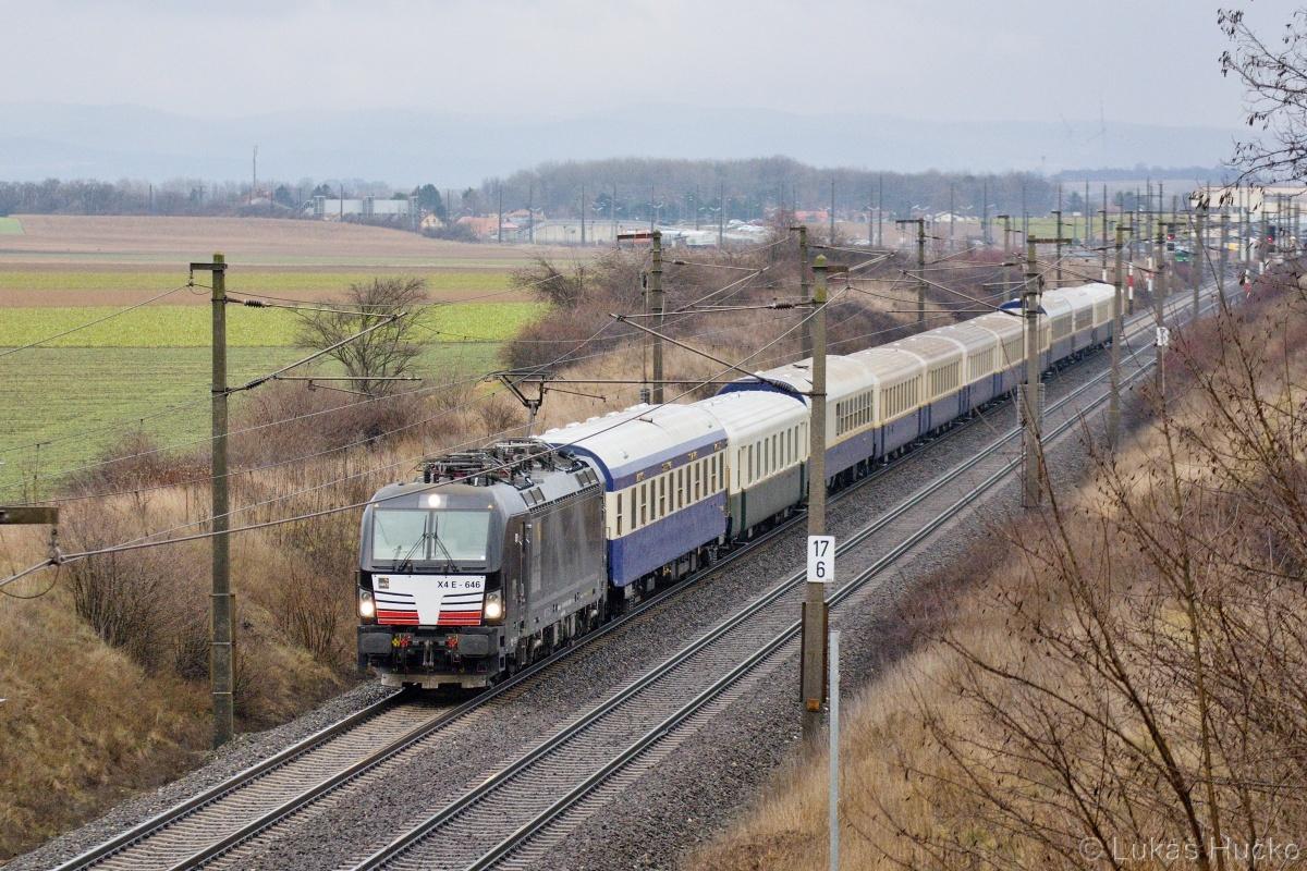 193.646 v čele vlaku SZ 14097 poblíž stanice Himberg dne 11.01.2020