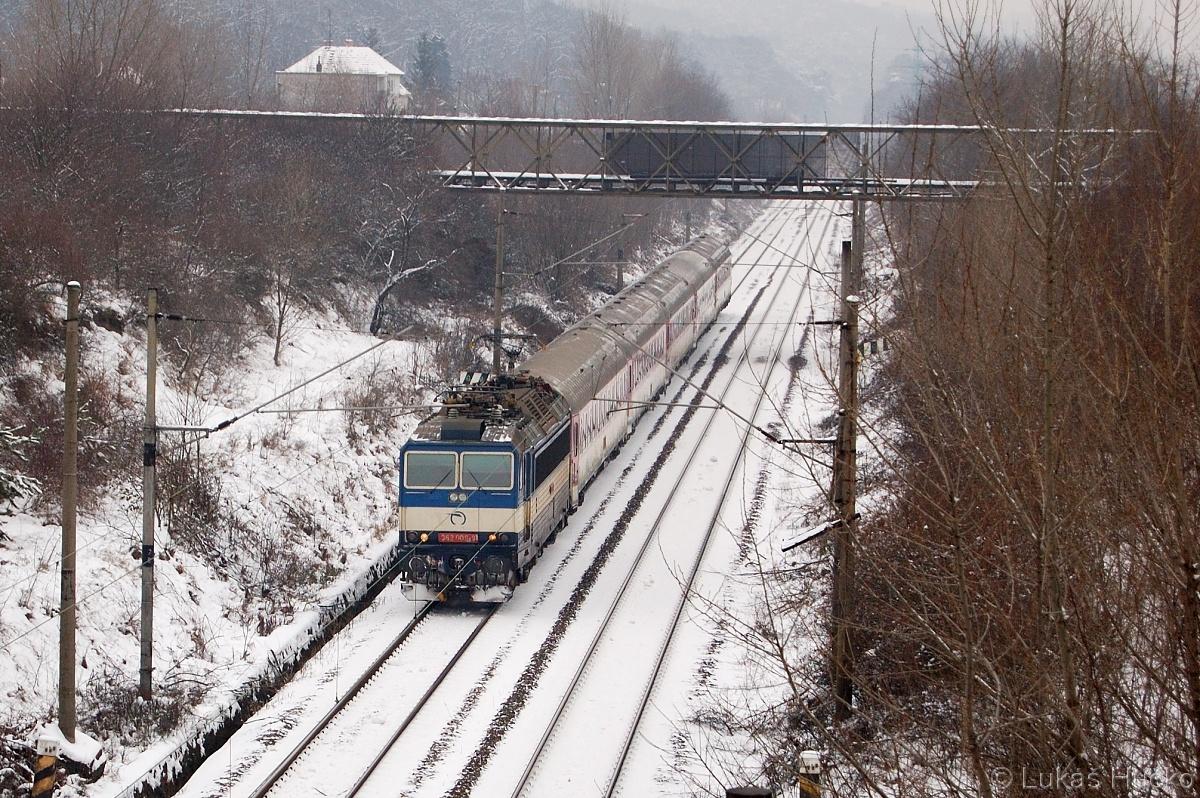 362.009 zachycená za stanicí Bratislava Lamač dne 27.01.2011