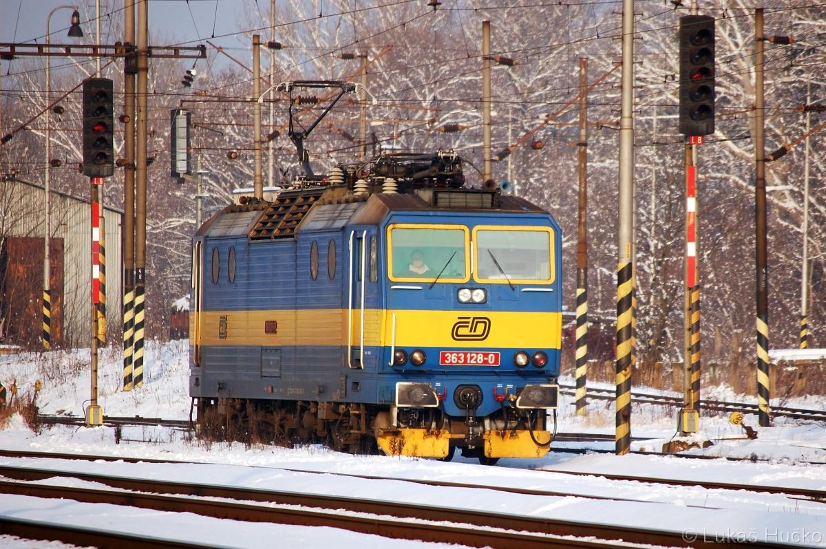 Objíždění soupravy osobního vlaku z Přerova 363.128 Kúty 28.01.2011