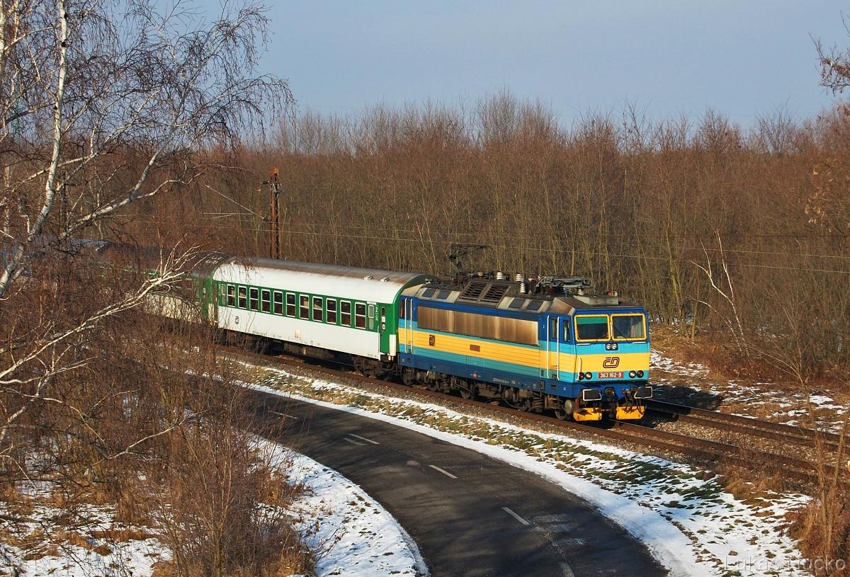 363.162 v čele Os 4209 za zastávkou Brodské 04.01.2011