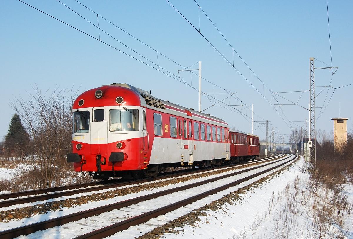 """Os 24552 """"ČD WELLNESS"""" s motorákem 850.001 přijíždí do Břeclavi 30.01.2011"""