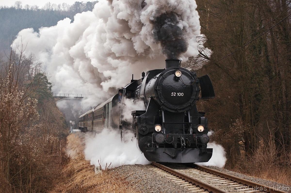 """""""Němka"""" 52.100 rozjíždí ze zastávky Buchberg zvláštní vlak 20.02.2011"""