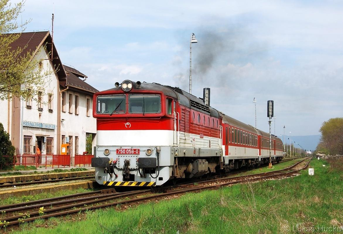 Odjezd Os 4323 z žst. Podunajské Biskupice dne 07.04.2011 v podání 750.058