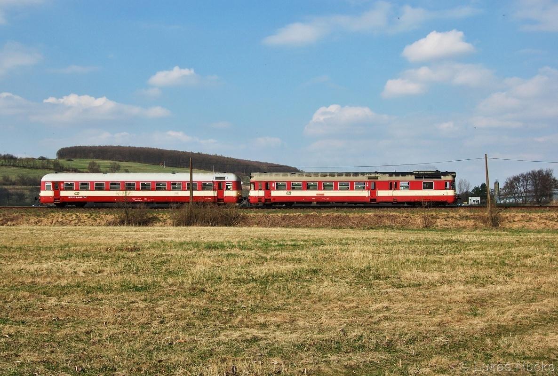 Os 4313 tvořený jedním ze dvou posledních provozních krokodýlů 850.021 (půl roku před odstavením ) u stanice Újezdec u Luhačovic 03.04.2011
