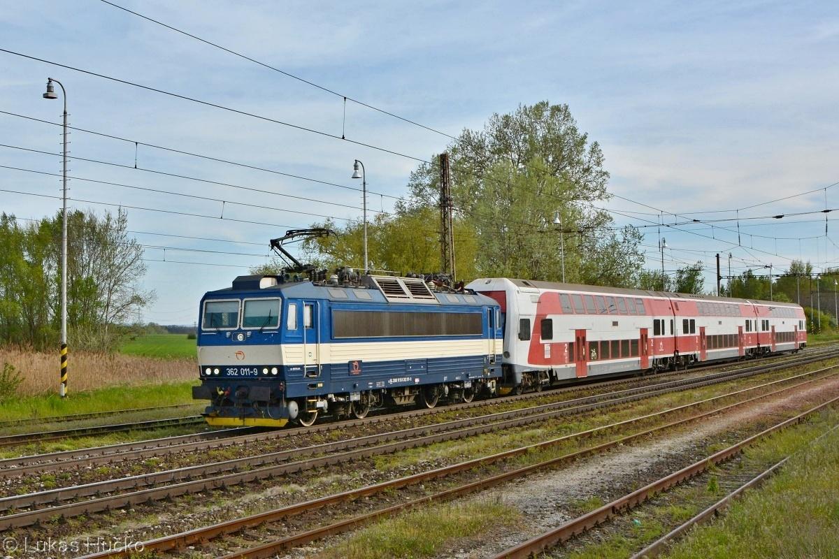 Obratový spoj REX 1866 Pezinok – Kúty zachytený v stanici Sekule