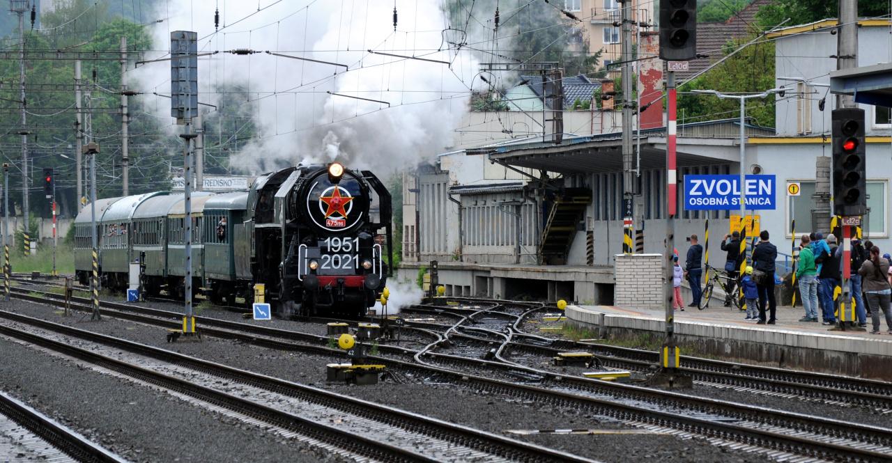 1. Príchod parného vlaku