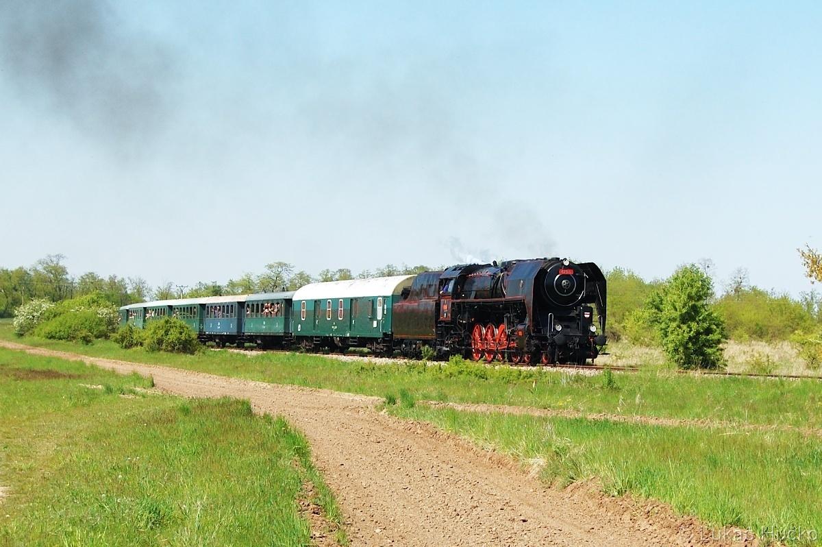 Parní vlaky jsem nenechal chladné, a tak se dne 08.05.2011 byl stroj 475.101 ochladit v Lednici s vlakem Sp 1926