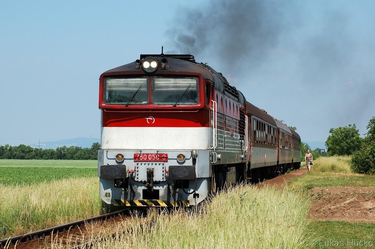 A na závěr měsíce jsem si vyběhl do zastávky Miloslavov dne 31.05.2011 na obligátní Os 4323 toho dne veden strojem 750.058