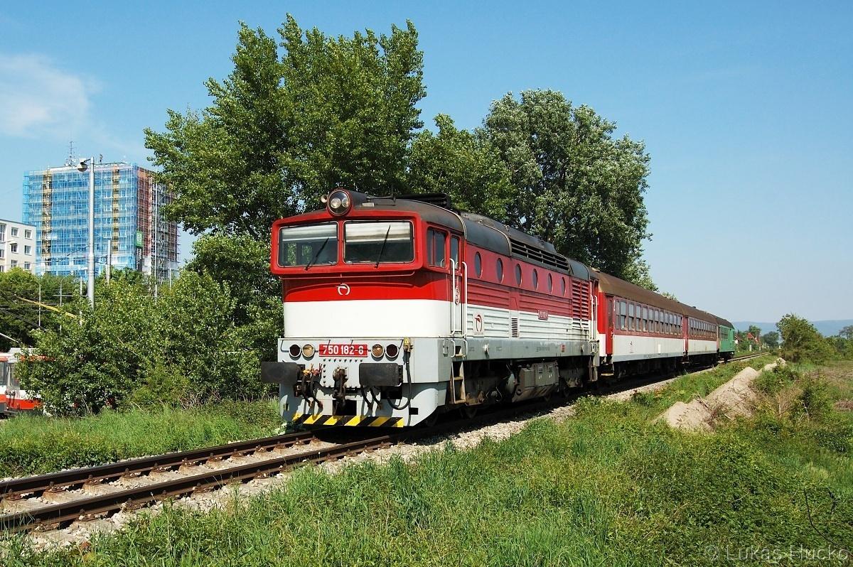 A moje dříve oblíbené místo u obratiště trolejbusů - 750.182 na čele os 4323 - Bratislava Vrakuňa 06.05.2011