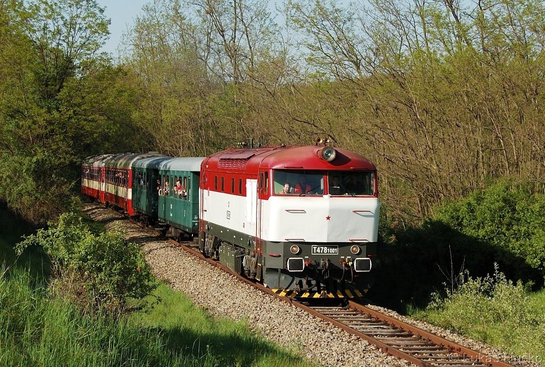 Obligátní bardotka na známém místě, 751.001 za zastávkou Lednice rybníky dne 07.05.2011 na vlaku Sp 1925