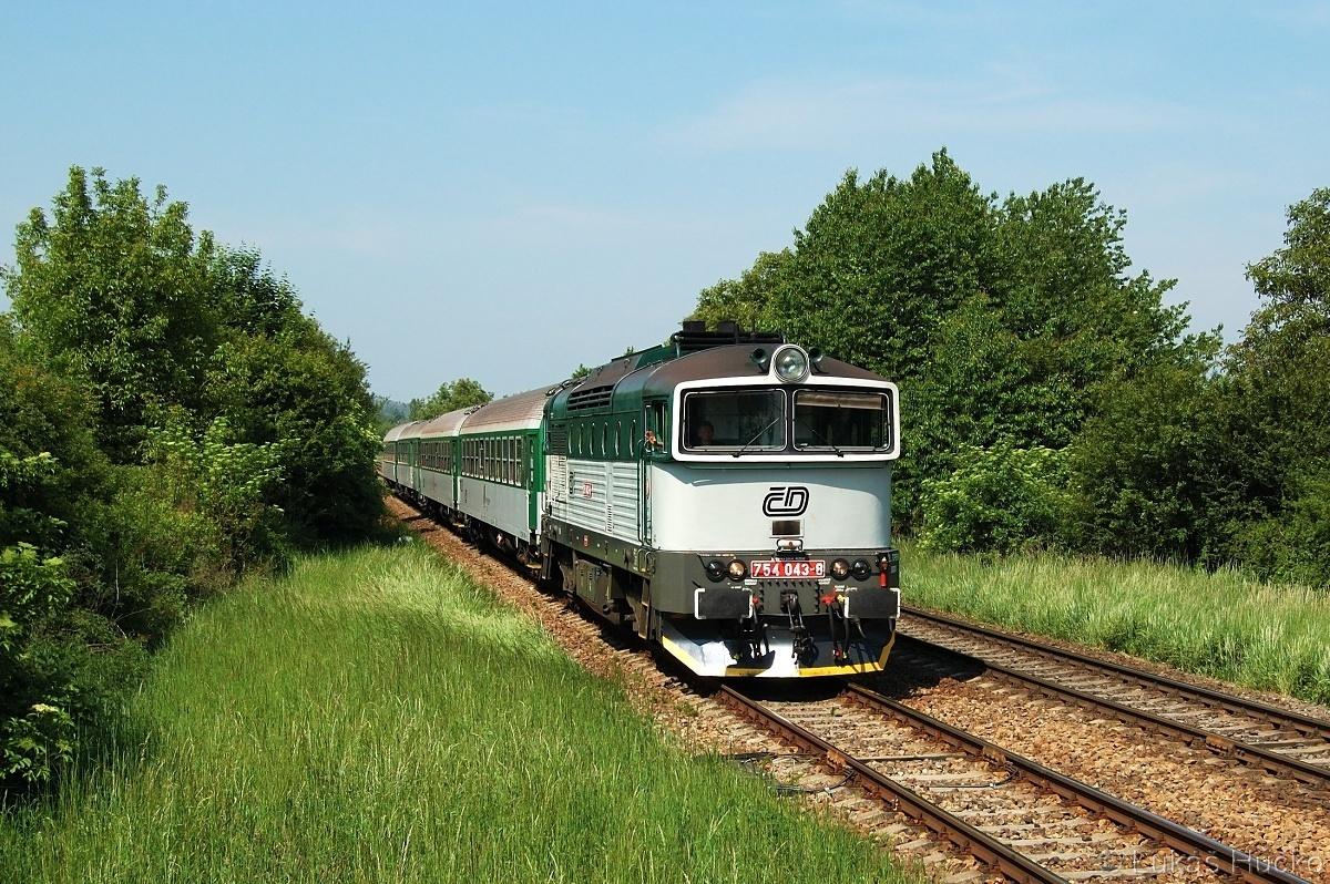 Kdo by to čekal že za deset let to bude historie. 754.043 s vlakem R 929 v Brně Horních Heršpicích 20.05.2011
