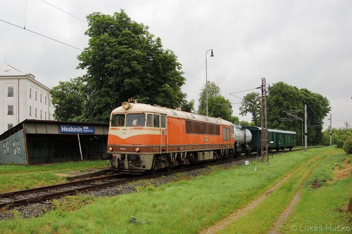 S pomerančem T679.019 byla volba jasná - Hodonín zastávka 28.05.2011