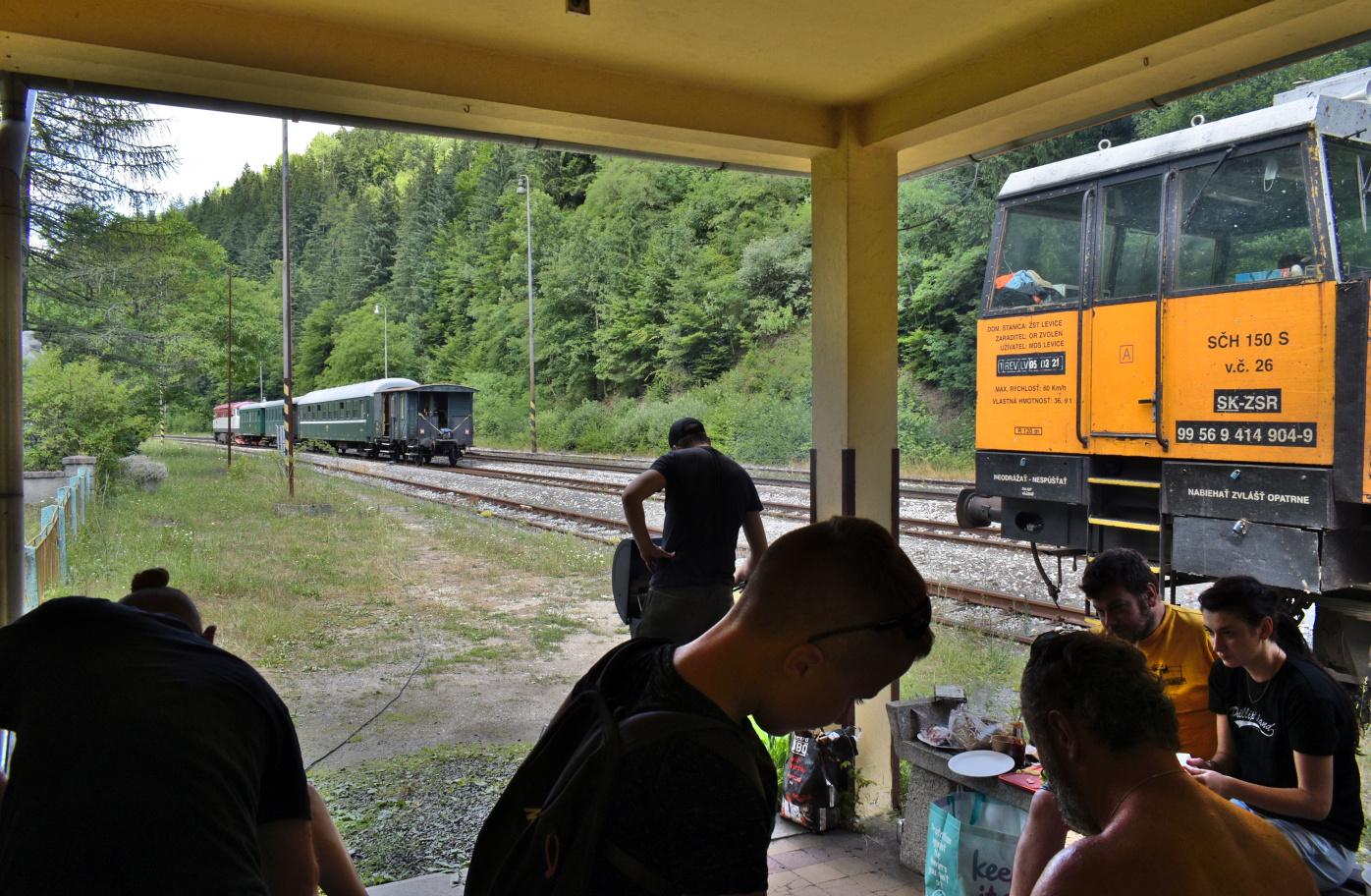 14. Pohostenie na stanici