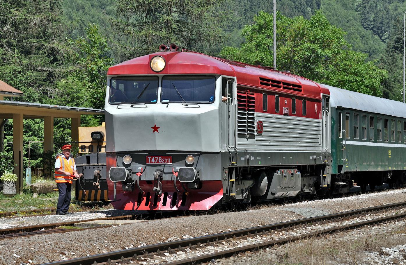 2. T 478.2011 v čele vlaku