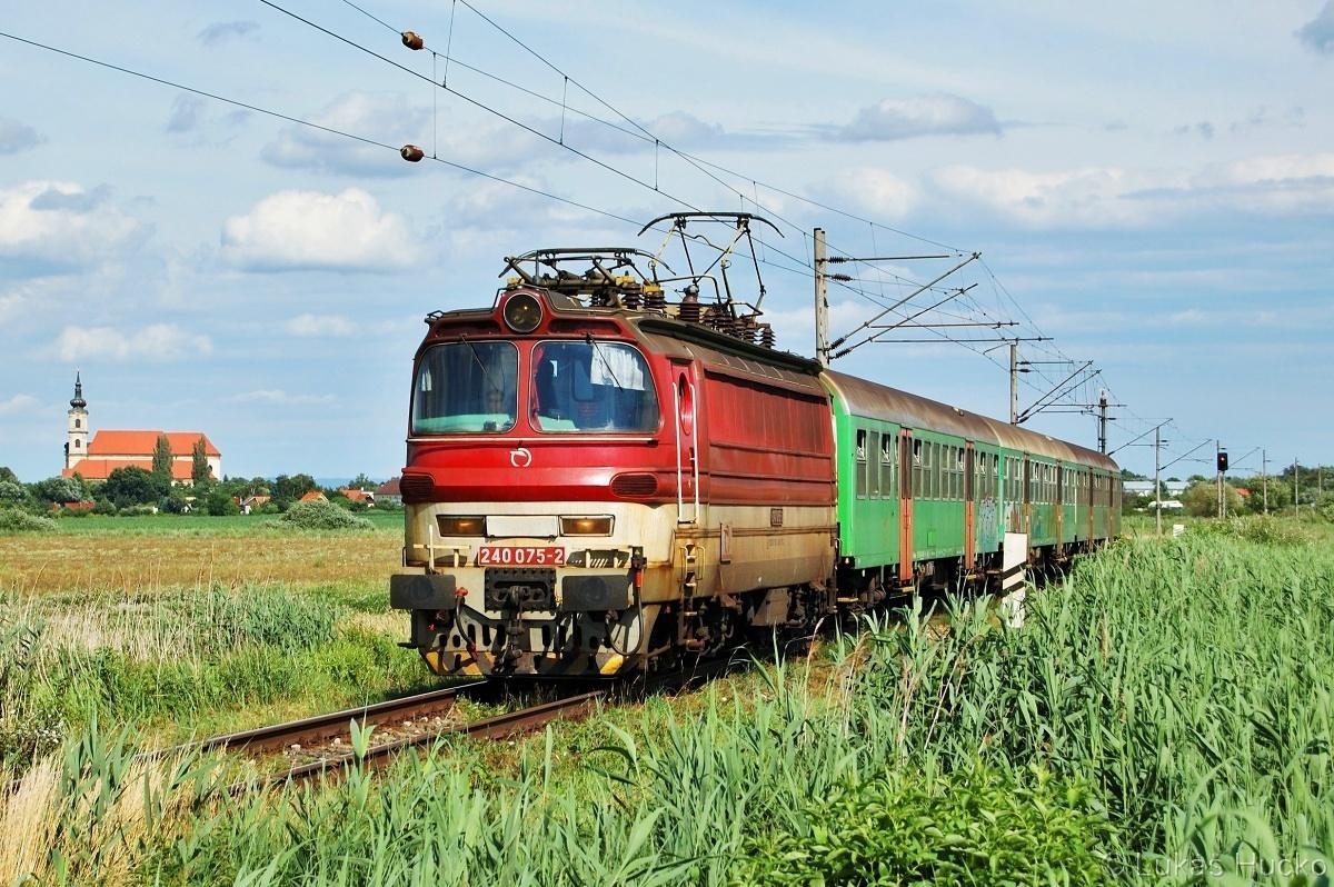 Klasika která neomrzela 240.075 Šaštín-Stráže 24.06.2011 na vlaku Os 2610