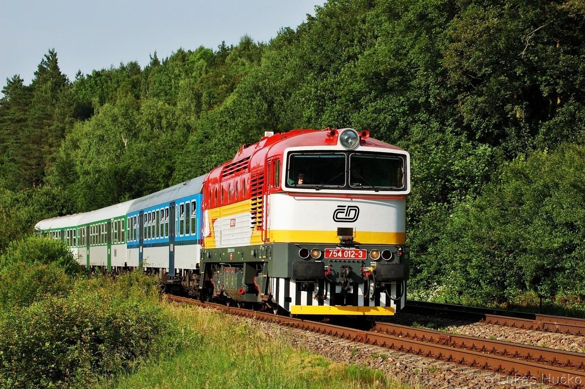Ten den byl na brejlovce plodný, 754.012 Nemotice 10.06.2011 na vlaku Os 4149