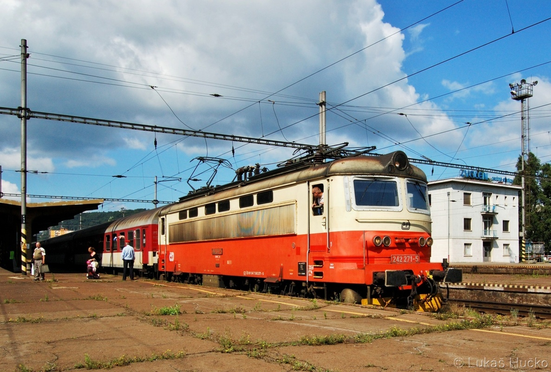 Plecháč 242.271 v žst. Zvolen os.st. 05.07.2011 na vlaku R811