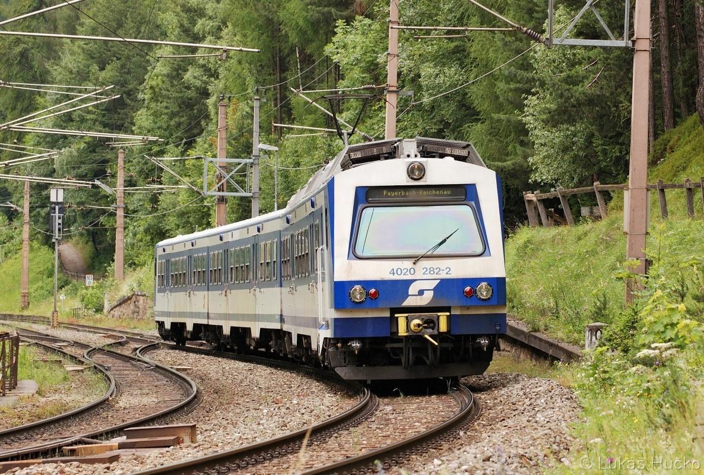 Regionální spoj R 2960 tvořený jednotkou 4020.282 odjíždí že stanice Semmering 03.07.2011